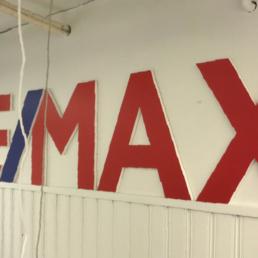 Remax-mainos liiketilassa